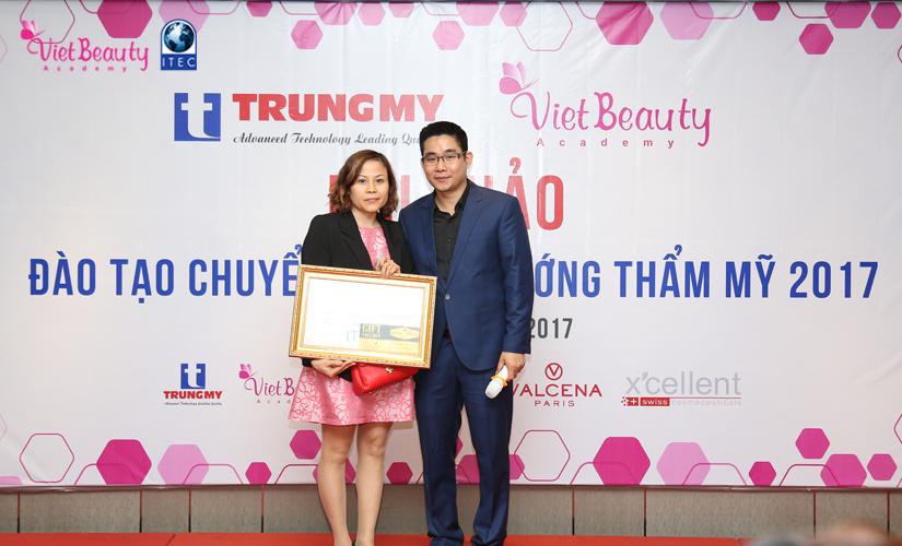 hoi-thoai-dao-tao-chuyen-giao-xu-huong-tham-my-2017-19-tap-chi-vietbeautymag