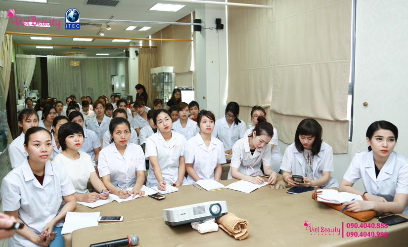 training-cong-nghe-laser-the-he-moi-vietbeauty-academy-tap-chi-vietbeautymag-2