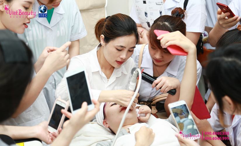 training-cong-nghe-laser-the-he-moi-vietbeauty-academy-tap-chi-vietbeautymag-23