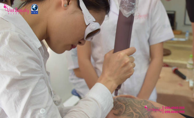 training-cong-nghe-laser-the-he-moi-vietbeauty-academy-tap-chi-vietbeautymag-26