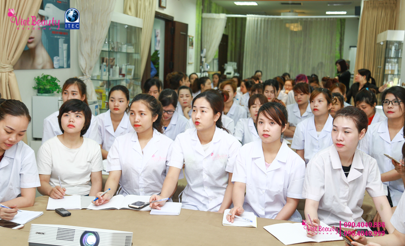 training-cong-nghe-laser-the-he-moi-vietbeauty-academy-tap-chi-vietbeautymag-9